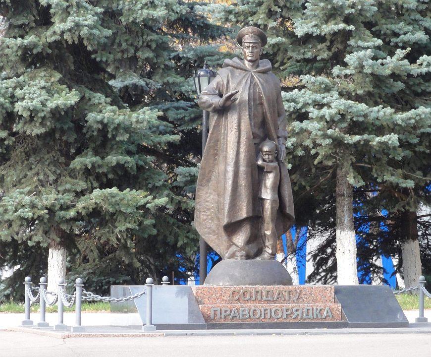 Фото памятников на новодевичьем кладбище ярославль изготовление памятников петербург энгельс